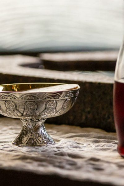 Image of a carafe of wine and a ciborium with hosts. #prayerbeforeCommunion #Catholicprayer #Communion