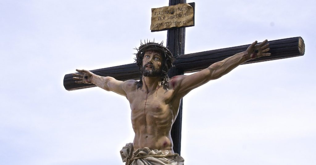 Image of Jesus bloody and with a crown of thorns, crucified.