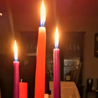 Image of an Advent wreath with three candles lit.